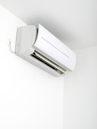compresor: Conectado el aire acondicionado en la pared ...
