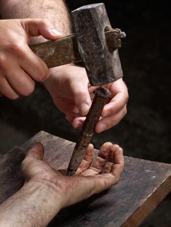 resurrecci�n: Detalle de la crucifixi�n de un hombre en la cruz, como en los tiempos b�blicos