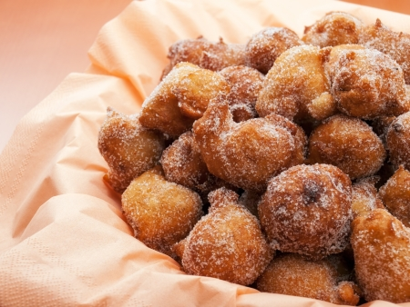 bign�: Fritto pasticceria dolce o frittelle noto come Fritule, � un dolce tipico della costa adriatica Archivio Fotografico