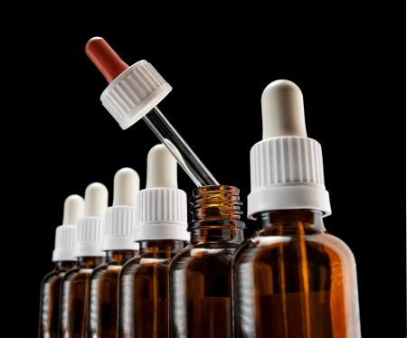 goteros: Diverso color de uno de los goteros en una fila puede sugerir una opción alternativa a un tratamiento médico