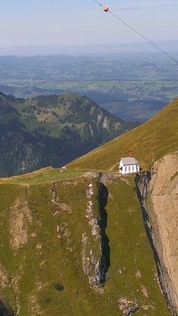 Kerk op Mt Pilatus vanuit Gondola, Luzern