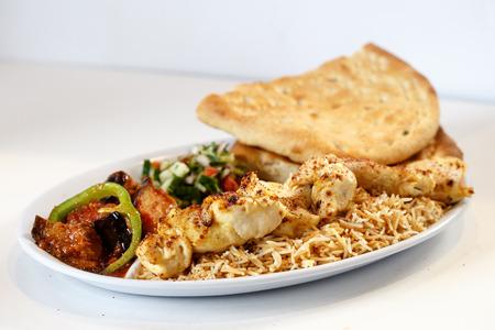 Chicken kabob with rice adn naan