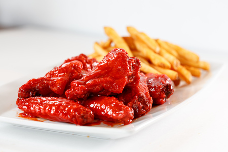 Spicy Chicken wings with french fries