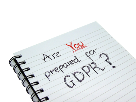 ¿Está preparado para el cuaderno de regulación de protección de datos generales (aislado en fondo blanco) Foto de archivo