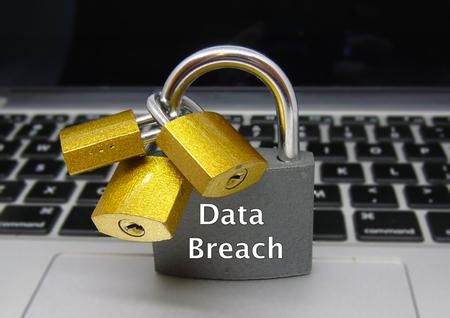 データ侵害南京錠 - データ保護の概念 写真素材