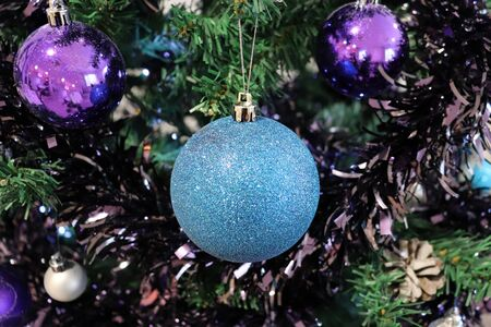 Closeup of Blue Sparkly Bauble Hanging on Christmas Tree Imagens