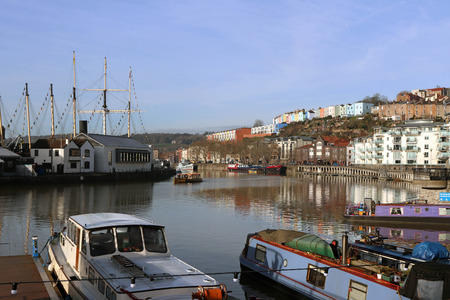 Harbourside scene featuring canal boats and colourful houses, Bristol, UK 스톡 콘텐츠