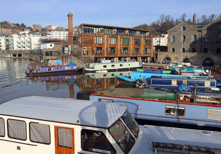 Harbourside scene featuring canal boats and modern apartments, Bristol, UK Imagens