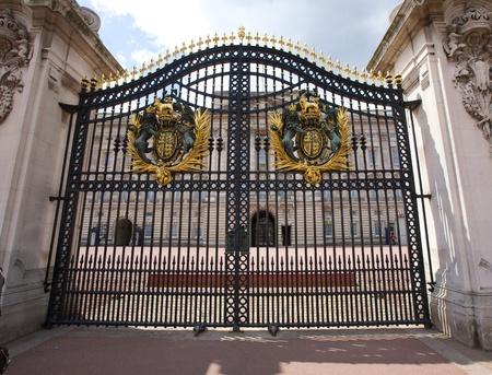 buckingham palace: Gate at Buckingham Palace