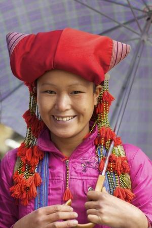 Sapa, Vietnam - 22 November 2010: Onbekende meisje van de Red Dao etnische groep 22 November 2010 in Sapa, Vietnam. Red Dao is de negende grootste etnische groep in Vietnam met net onder 500.000 mensen.  Redactioneel