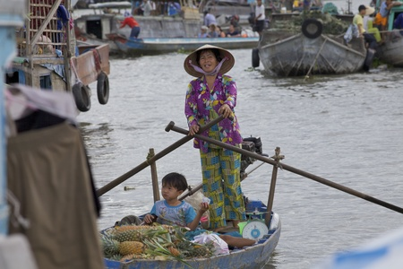 can tho: CAN THO, VIETNAM- MAY 28: Unidentified Vietnamese woman and child at Cai Rang Floating Market in Can Tho, Vietnam on May 28, 2011. Cai Rang Market is the biggest floating market in the Mekong Delta