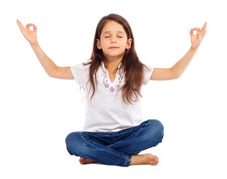 mujer meditando: Ni�a practicar yoga, aislado en blanco Foto de archivo