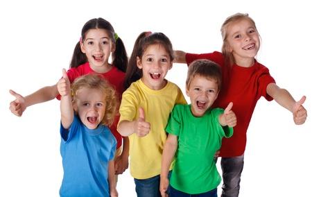 Groep gelukkige kinderen met thumbs up teken, geïsoleerd op wit
