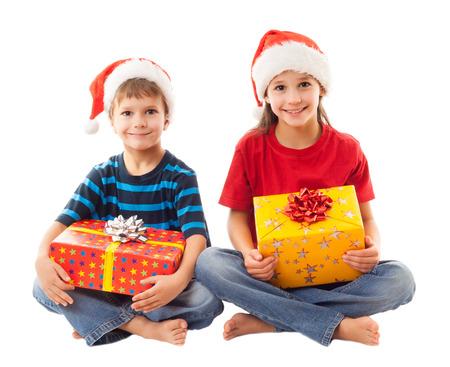 Twee lachende kinderen in de Kerstman Stockfoto
