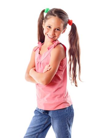 školačka: Usmívající se dívka v růžových šatech, izolovaných na bílém