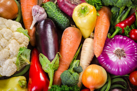 coliflor: Surtido de verduras de colores, fondo de alimentos de verano