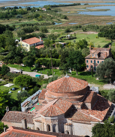 View of Torcello from the bell tower in the foreground with the complex of the church of Santa Fosca 免版税图像