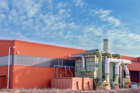 filtraci�n: Sistema de filtraci�n de una f�brica con contenedores de recogida en herm�ticamente cerrado