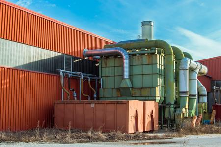 filtration: Sistema de filtraci�n de una f�brica con contenedores de recogida en herm�ticamente cerrado