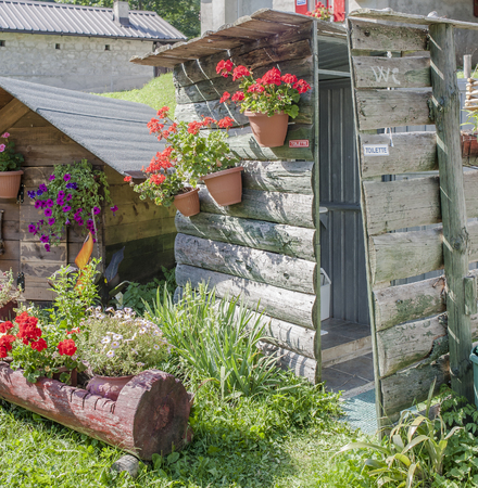 latrine: A nice way to decorate and flavor an outdoor toilet