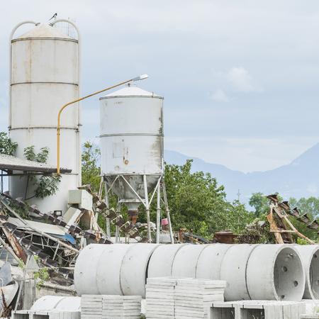 hormig�n: Dep�sito de anillos prefabricados de hormig�n para los pozos y las descargas de aguas