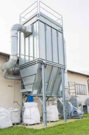 filtración: sistema de filtración de aire industrial con la recuperación de residuos de pintura de color.