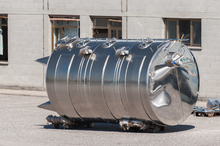 foodstuffs: Stainless steel tanks. For use in foodstuffs