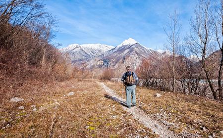 Man walking on trail towards the mountains Zdjęcie Seryjne