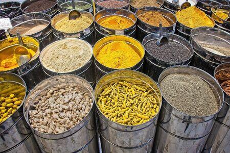 Épices indiennes au marché de Dubaï.