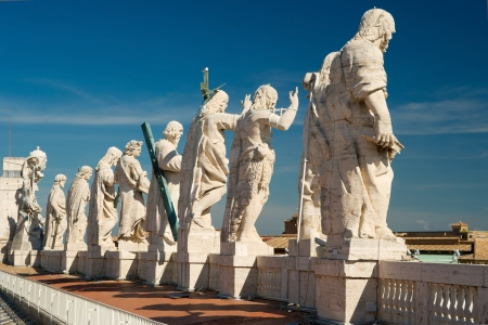 st peter s basilica: Statues of Christ and the apostles on the roof of St  Peter s basilica, Vatican