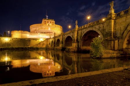 angelo: Castel Sant Angelo at night in Rome, Italy