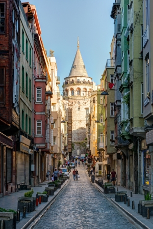 View of old narrow street with the Galata Tower on may 26, 2013 in Istanbul, Turkey  The Galata Tower is the greatest monument of Middle Ages  新闻类图片