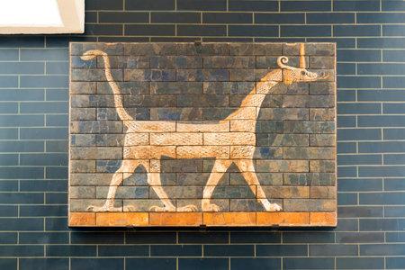 Fragment de la babylonienne d'Ishtar dans les Musées d'Archéologie le 25 mai 2013 à Istanbul, Turquie La Porte d'Ishtar à Babylone ont été construit au 6ème siècle avant JC