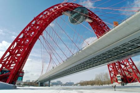 Moderne Hängebrücke in Moskau Zhivopisny Brücke
