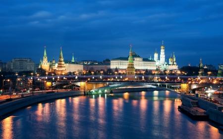 moskva river: View of Moscow Kremlin at night