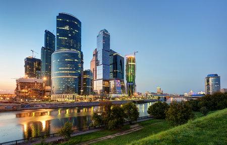 Moskou-stad Moscow International Business Center in de nacht, Rusland