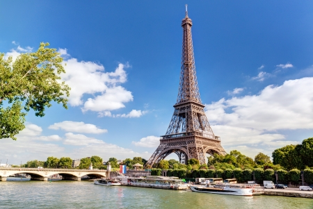 historical sites: The Eiffel tower in Paris