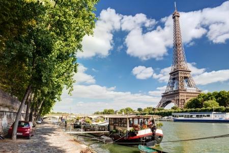 De rivier de Seine met de Eiffeltoren in Parijs Stockfoto