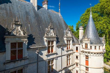french renaissance: El castillo de Azay-le-Rideau, Francia Este castillo est� situado en el valle del Loira, fue construido desde 1515 hasta 1527, uno de los primeros castillos del Renacimiento franc�s Editorial