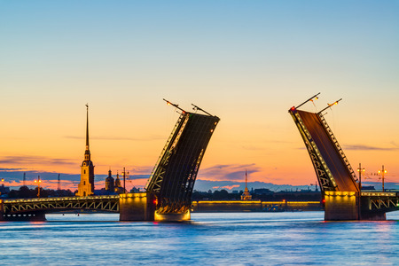 Cartes Postales Vue du pont du Palais de Forteresse Pierre et Paul - symbole de Saint-Pétersbourg, Russie Nuits Blanches