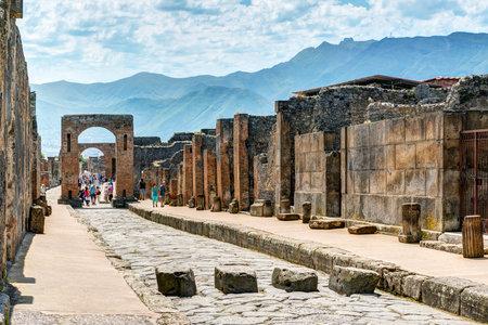 Ruines de Pompéi, Italie. Pompéi est une ancienne ville romaine mort de l'éruption du Vésuve en 79 après JC. Banque d'images - 33138825