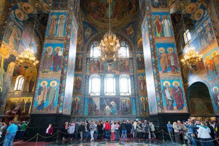the liberator: ST PETERSBURG, RUSSIA - 13 giugno 2014: Interno della Chiesa del Salvatore sul Sangue Versato (Cattedrale della Resurrezione di Cristo). Si tratta di un punto di riferimento architettonico di St Petersburg, e un monumento unico ad Alessandro II Liberatore.