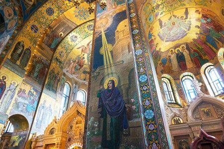 the liberator: ST PETERSBURG, RUSSIA - 13 giugno 2014: Interno della Chiesa del Salvatore sul Sangue Versato. Si tratta di un punto di riferimento architettonico della citt� e di un monumento unico ad Alessandro II Liberatore.