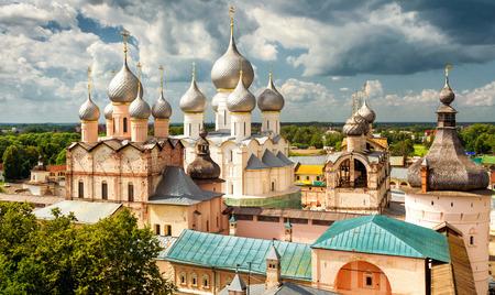 resurrecci�n: Catedral de la Asunci�n y la Iglesia de la Resurrecci�n en Rostov Kremlin, Rostov el Grande, Rusia. Incluido en la lista del Patrimonio Mundial de la UNESCO