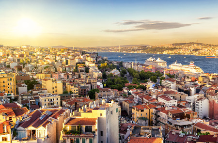 Istanbul at sunset, Turkey. Bosphorus divides the city into the Asian and European parts. View from the European side. 免版税图像 - 38720486