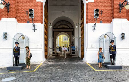 spasskaya: MOSCOW - JULY 10, 2015: Tourists pose for a photo next to the guard of honor at the entrance to the Kremlin. The gate of the Spasskaya tower. Editorial