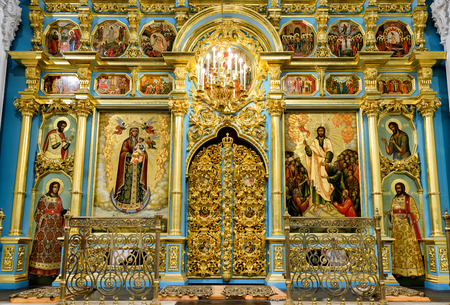 iconostasis: MOSCOW REGION - NOVEMBER 21, 2015: The altar and the iconostasis of the Resurrection Cathedral in New Jerusalem Monastery. Editorial