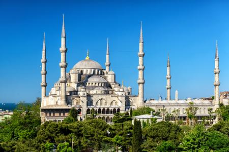 camii: The Blue Mosque Sultanahmet Camii in Istanbul, Turkey