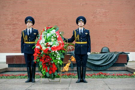 tomb unknown soldier: MOSCOW - APRIL 28, 2016: The Honor Guard at the Tomb of the Unknown Soldier at the Kremlin Wall. The Eternal Flame burns in memory of the millions of Soviet soldiers who fell in the struggle against Nazism.