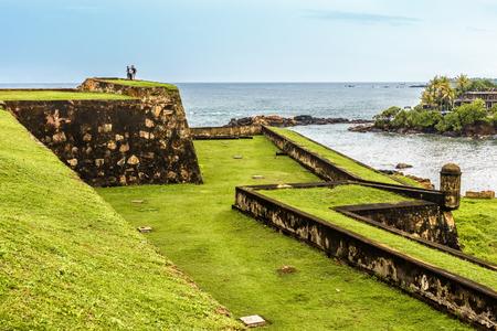 Galle Fort aan de zuidwestkust van Sri Lanka. Dit fort werd gebouwd in 1588 en vervolgens versterkt door de Nederlanders in de 17e eeuw. Het staat op de Werelderfgoedlijst van UNESCO.